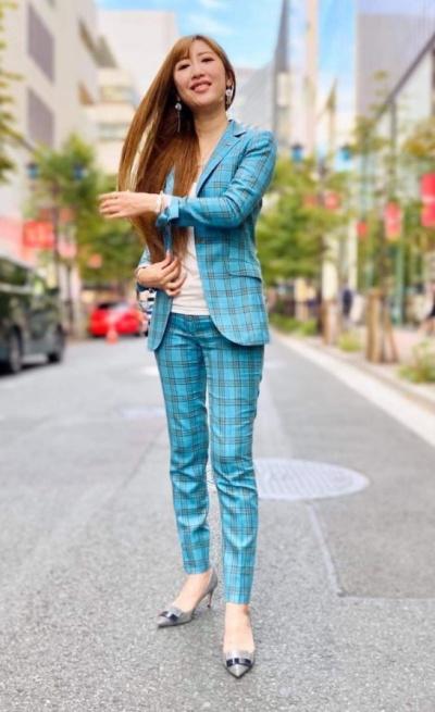 勝友美のスタイル維持の秘訣とは?!スーツスタイルが似合う画像まとめ!
